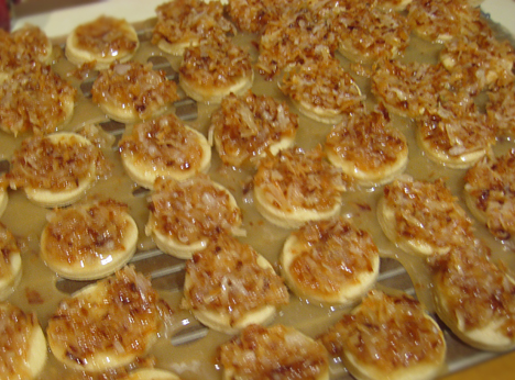 Cookies with caramel and coconut