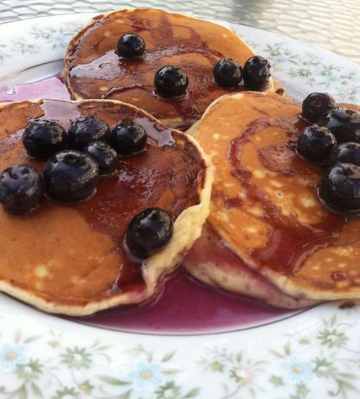 ... blueberry maple syrup (and 3 tips for making better blueberry pancakes